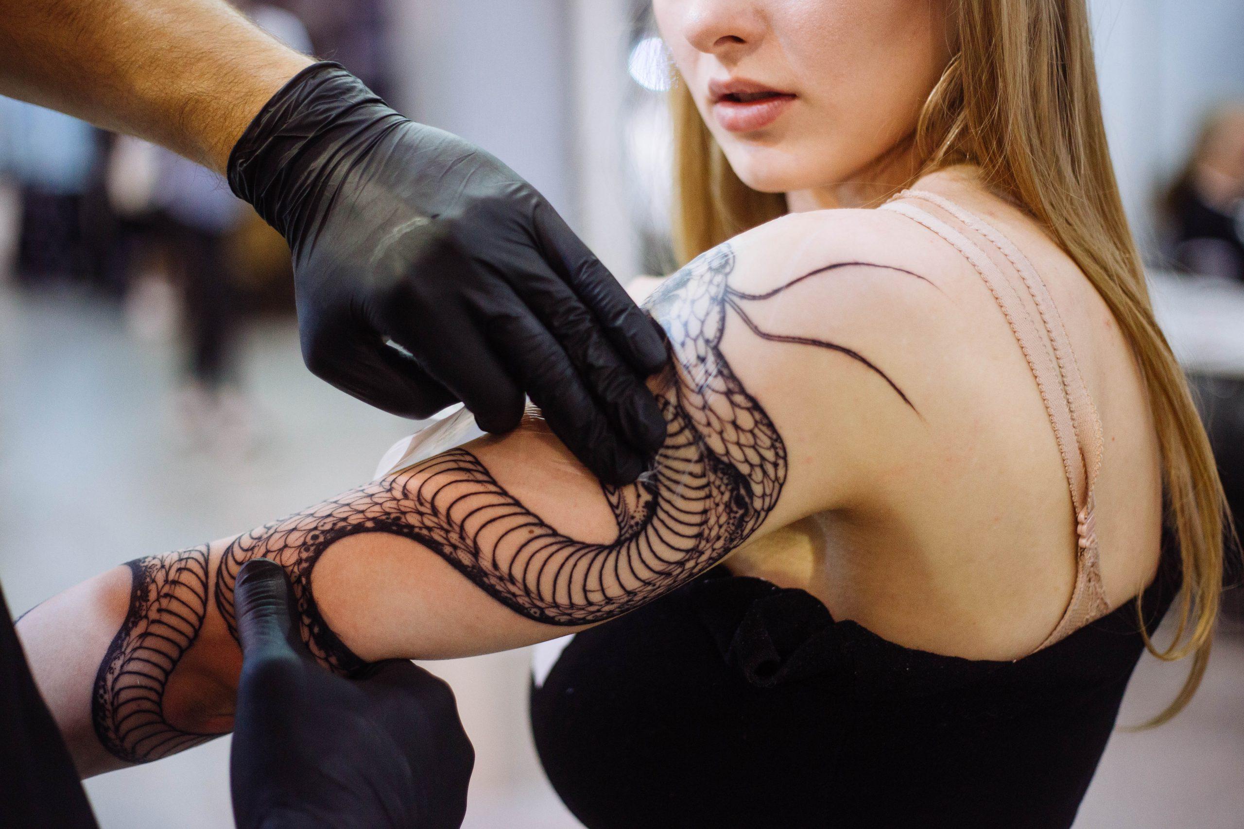 Врач-дерматолог о татуировке: что такое татуировка и как правильно за ней ухаживать в первые дни?